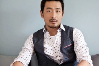 Actor Ha Jung-woo holds solo exhibition in LA