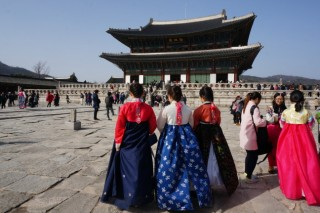 Hanbok back in fashion among youths