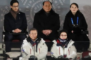 Moon meets Kim's sister, NK delegation at Olympics