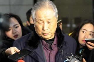 Ex-president Lee files suit against prosecution
