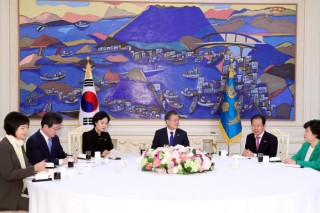 Moon stresses cooperation with US, no concessions for talks