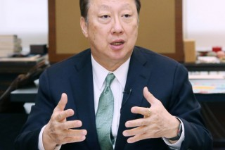 Park Yong-maan re-elected as KCCI chairman