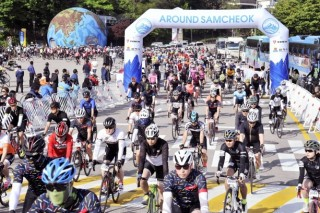Some 1,500 cyclists participate in Samcheok bicycle festival