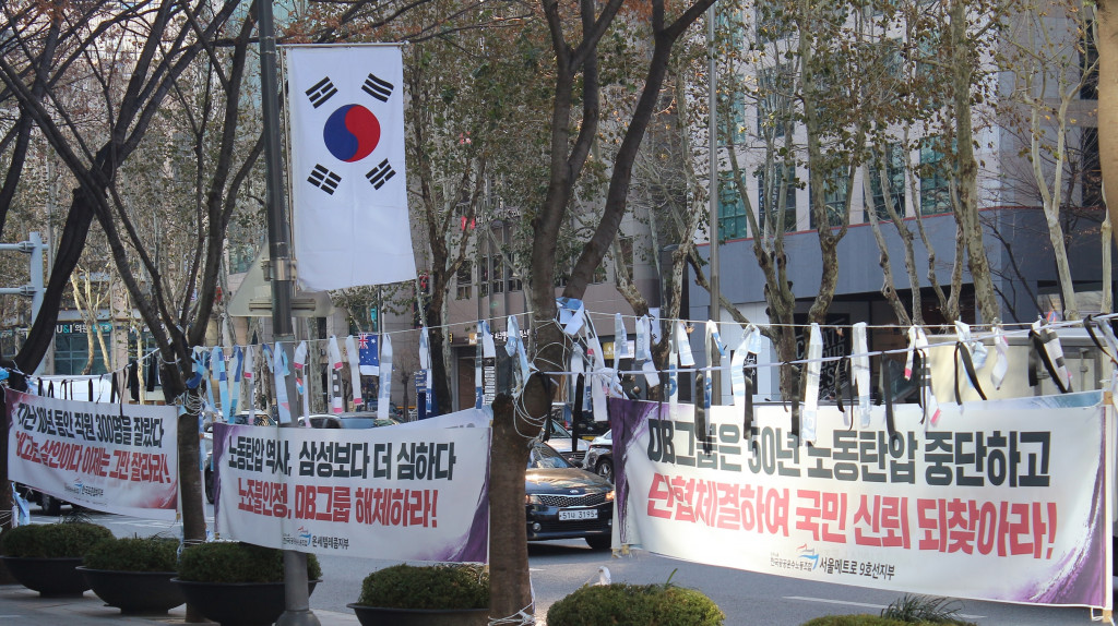 International markets are calling on domestic(KOREA) businesses for a higher standard of business ethics.