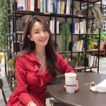 @lecomme_km (Kyeongmi Park) - Has about 27000 followers on her Instagram - Had run her own online clothes store 3 years ago