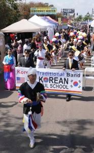 샌디에고 풍물학교 단원들이 풍물놀이 행사를 펼치고 있다.