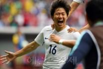 '골짜기세대의 반란' 권창훈 결승골 멕시코 격파…한국축구 첫 조 1위로 8강행