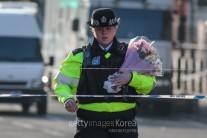 런던 경찰 90%는 총기 소지 안 해…테러 진압에 득? 실?