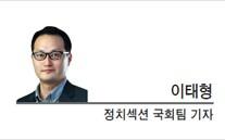 [현장에서]  한국당은 아직도 계파 싸움중