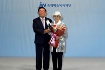 JW중외제약 '성천상' 참 의료인 한원주씨 수상