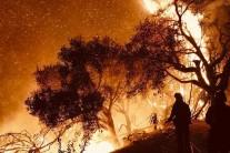 """""""성탄절까지 화마와 싸워야할 듯"""" 일상이 된 미국 캘리포니아 산불"""
