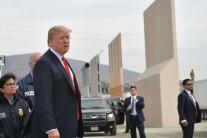 """트럼프, 취임후 첫 캘리포니아 방문…""""일 안한다"""" 주지사 맹비난"""