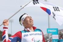 [패럴림픽]신의현, 크로스컨트리 7.5㎞ 우승…사상 첫 금메달