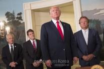 """美여론, """"트럼프, 경제-대북정책 잘해…대러-무역정책은 잘못"""""""