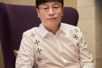 쌍천만 영화 주역 김용화 감독의 행보