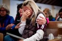 """""""남은 건 타버린 벽돌 뿐""""..산불 피해지역 주민들 '허탈'"""