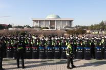 """국회 앞 대규모 민중대회…""""文정부 개혁역주행"""""""