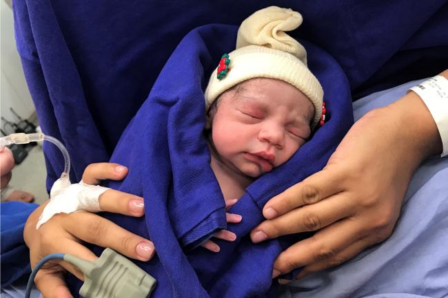 지난해 12월 15일 브라질에서 사망한 여성으로부터 자궁을 이식받은 산모가 건강한 딸을 출산했다. [AP연합뉴스]