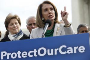 낸시 펠로시 미 하원의장이 지난 2일(현지시간) 미국 워싱턴 대법원 앞에서 트럼프 행정부의 미국 의료보험에 대한 법적 폭행 중단을 촉구한 행사에서 연설하고 있는 모습. [UPI=헤럴드]