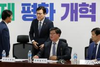 """""""인터넷은행 대주주 적격성 완화 검토""""…일부 우려"""