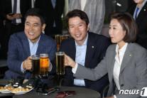 여야 3당 원내대표, 맥주회동…'조속한 국회 정상화' 공감대