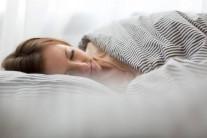 잠자는 자세 바꾸면 수면무호흡증 좋아져