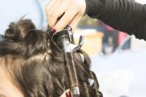파마로 혹사당하는 머리카락…2030 탈모 여성 환자 증가