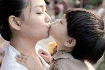 아이 예쁘다고 입맞춤?…사랑 대신 충치균 옮기는 셈