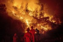 """'최악' 캘리포니아 산불, 망치 스파크에서 시작…""""말벌집 없애려다"""""""