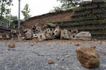 일본 지진 피해 상황은?…지붕 떨어지고, 묘지 쓰러져