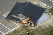 6.8 규모 지진 휩쓴 일본, 쓰나미는 피했지만…'지진 공포' 확산되나