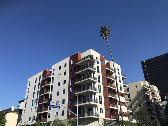 가주 지역 아파트 렌트비가 오름세를 멈추고 안정돼가고 있다는 분석이다. 사진은 LA한인타운에 위치한 한 아파트.
