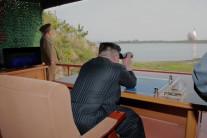 """북한 김정은, 신형 미사일 현장지도했다…""""남한 군부세력에 경고"""""""