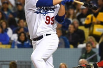 박찬호 이어 한국인 투수 3번째…류현진 'ML 첫 홈런' 터지기까지