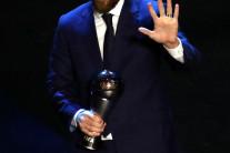 메시, 판데이크·호날두 따돌리고 4년만에 'FIFA 올해의 선수'