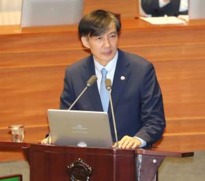 조국 법무부 장관이 26일 오후 국회 본회의에 출석, 자유한국당 주광덕 의원의 질의에 답변하고 있다. [연합=헤럴드경제]