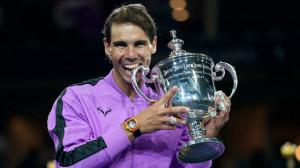 8일(현지시간) 미국 뉴욕의 빌리진 킹 내셔널 테니스센터에서 열린 2019 US오픈 테니스대회 남자 단식 결승전에서 라파엘 나달이 우승 트로피를 꺠무는 시늉을 하고 있다.[USTA]