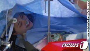 뇌수술 생중계 장면© 뉴스1