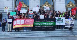 샌프란시스코 공공은행 연합 관계자들이 공공은행 설립의 필요성을 알리는 캠페인을 전개하고 있다.