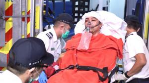 괴한들의 쇠망치 테러로 부상해 입원한 지미 샴 홍콩 민간인권전선 대표.[AP]