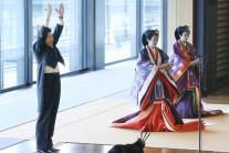 일왕즉위식서…'만세삼창'한 아베·'세계평화' 강조 나루히토·'감회' 젖은 이낙연 총리