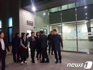 13일 오후 나경원 자유한국당 원내대표가 서울남부지검에서 조사를 마치고 나오고 있다.(뉴스1)
