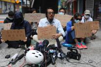 """홍콩 이공대 시위 현장 찾은 학부모…""""아이들 죽이지 마라"""""""