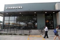 '라떼 한 잔 4달러' 스타벅스, 미국 저소득층 주머니 터나
