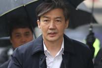 """서울대, 조국 직위해제…""""정상적인 강의진행 어려워"""""""