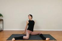 [송하연의 힐링요가] 허리통증과 생리통을 한번에 해결하는 힙스트레칭